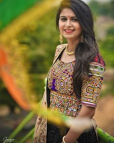 Kinjal Dave biography,birthdate,husband biography,born, Age & more Navratri Dress, Big Cats Art, Sari Dress, Black Families, Hair Color For Black Hair, Girl Poses, Music Albums, Indian Dresses, Biography