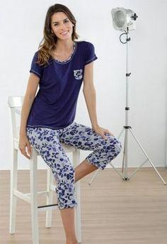 PIJAMA MUJER PANTALÓN PIRATA ESTAMPADO Best Pajamas, Summer Pajamas, Pajamas Women, Cute Sleepwear, Night Suit, Womens Dress Suits, Pajama Outfits, Pajama Set, Pajama Pants