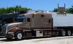 View pictures of Peterbilt Trucks from our original gallery. Peterbilt 379, Peterbilt Trucks, Chevy Trucks, Big Rig Trucks, Semi Trucks, Cool Trucks, Custom Big Rigs, Custom Trucks, Long Haul