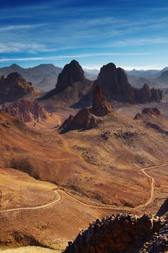 Hoggar Mountains in southern Algeria. Mostly made of volcanic rock and positioned in central Sahara, the area averages around above sea level. Deserts Of The World, Travel Center, Western Sahara, African Countries, Beautiful Places To Visit, North Africa, Continents, Monument Valley, Travel Inspiration