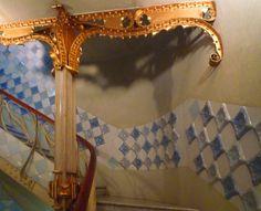 Antoni Gaudí, Casa Batlló, Lobby Stair  Casa Batlló, Barcelona, España.(1904-1906)  -  Arq. Antoni Gaudí (25 de junio 1852, Reus -10 de junio 1926, Barcelona) España.