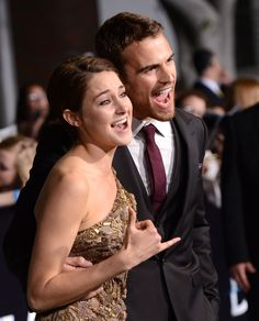 Theo James and Shailene Woodley dominated the Divergent red carpet. Them in this movie Divergent Fandom, Divergent Insurgent Allegiant, Divergent Series, Divergent Quotes, Shailene Woodley, Perfect People, Pretty People, Beautiful People, Veronica Roth