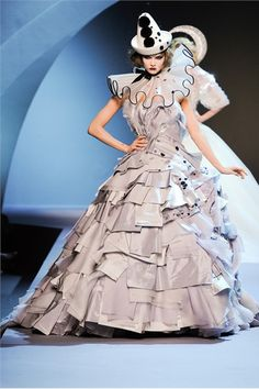 Christian Dior - Haute Couture Fall Winter 2011/2012 - Shows - Vogue.it
