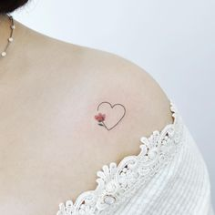 Feminine tattoos so that you can resolve your - Tattoos for Couples,Tattoos for Women Tiny Tattoos For Girls, Small Heart Tattoos, Heart Tattoo Designs, Tattoos For Daughters, Tattoos For Women, Small Feminine Tattoos, Small Pretty Tattoos, Mini Tattoos, Wrist Tattoos