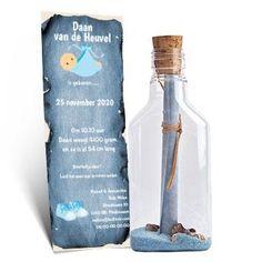 Geboortekaartje stoer. Gevuld met #blauw zand en schelpjes. Geboortetekst op brief in de fles... #vintage #schatkaart #jongen #broertje #unieke