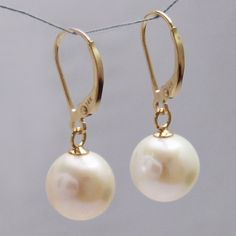 perfect gold and pearl earrings!