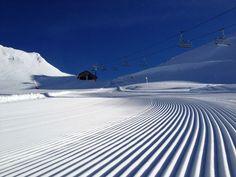 Accèdez au plus grand domaine skiable du monde. Au cœur de la Maurienne, Orelle est la porte des 3 Vallées, domaine d'exception comportant 600 km de pistes accessibles à tous les niveaux de skieurs, avec 85% des pistes étant au dessus de 1800m permettant ainsi de garantir un niveau de neige optimal.