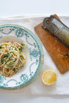 Pasta mit Lachs und Spargel | Zeit: 20 Min. | http://eatsmarter.de/rezepte/pasta-mit-lachs-und-spargel