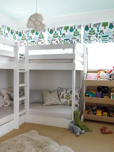 Pin for Later: 11 Ways to Ooze Effortless Style at Home Think Vertically In this bedroom, bunk beds maximize the floor plan while adding a playful touch. Double Bunk Beds, Bunk Beds Built In, Modern Bunk Beds, Kids Bunk Beds, Triple Bunk, Loft Beds, Corner Bunk Beds, Bunk Bed Rooms, Girl Room