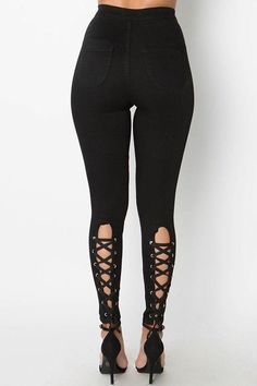 Say goodbye to your ordinary plain highwaist jeans and hello to these backlace beauties. These stretch jeans hug you in all the right places. Diy Ripped Jeans, Black Denim Jeans, High Jeans, Skinny Jeans, Sexy Jeans, Leggings Fashion, Fashion Pants, Diy Fashion, Gothic Leggings