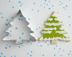 Royal icing Christmas Tree - like the way the 2 sides don't match