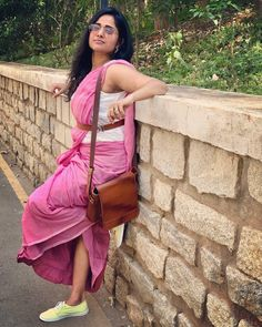Want to know how to style your sarees for this summer? Do check out our recommendations. Arab Girls Hijab, Girl Hijab, Beautiful Girl In India, Beautiful Saree, Saree With Belt, Katrina Kaif Hot Pics, Saree Photoshoot, Beautiful Bollywood Actress, Cute Beauty