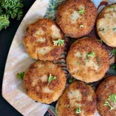 Easy Tuna and Potato Patties, or tuna fish cakes, the ideal appetizer that can feed a hungry crowd, and a great way of using up leftover mashed potatoes Tuna Fish Cakes, Fish Cakes Recipe, Fish Recipes, Seafood Recipes, Cooking Recipes, Cooking Ware, Baked Salmon Recipes, Paleo Recipes, Salads