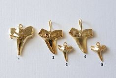 Hai Zahn Charm oder Anhänger, Shark Teeth Charms, Gold Shark tooth, Sterlingsilber Shark Tooth, Vermeil Hai Zahn Charm, Silber Hai Zahn