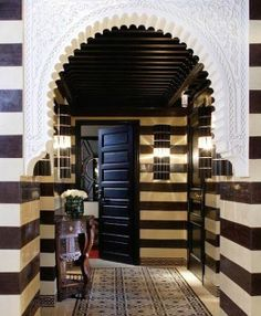 So seeing as I haven't gone off on one for at last a week about how much I'm still loving Moroccan design, I thought that this morning I'd have a dose of Moorish magic, courtesy o… Arch Interior, Interior Work, Interior And Exterior, Byzantine Architecture, Islamic Architecture, Spanish Architecture, Moroccan Design, Moroccan Decor, Arabian Decor