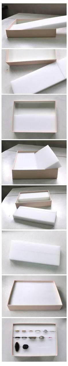 Faça um caixa para guardar anéis em cinco minutos com este tutorial bemsimples. Basta colocar pedaços de espuma junto ao fundo da caixa.