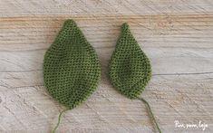 Cómo tejer una flor de pascua de ganchillo Easter Crafts, Kids Rugs, Iris, Crochet Flowers, Cactus Plants, Craft, Knitting Needles, Crochet Edgings, Felting