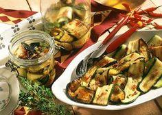 Eingelegte Zucchini | http://eatsmarter.de/rezepte/eingelegte-zucchini-1