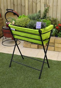 This single tier foldable VegTrug Poppy is ideal for keen gardeners who have small gardens, patios and balconies with restricted space. The colorful, modern design makes this VegTrug a more appealing Outdoor Fun, Outdoor Chairs, Outdoor Furniture Sets, Outdoor Decor, Hydroponics System, Hydroponic Gardening, Grow Boxes, Herb Planters, Fruit And Veg