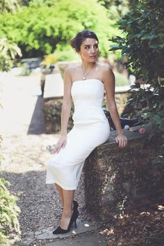 Our Sophisticated Bridal Dress features side pockets! How handy is that?! Get it in white or nude for only $42! #wedding #bridal #shopentourage