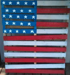 Pallet turned into your fourth of July decoration.