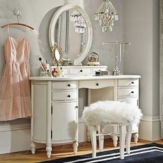 A vanity is the perfect place for getting ready and storing all make-up and jewelry. #17BestRoomEver