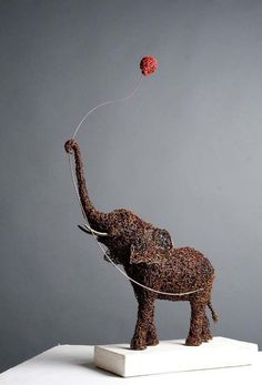 Iron Wire Sculpture by Mattia Trotta. Wire Art Sculpture, Elephant Sculpture, Elephant Art, Wire Sculptures, Elephant Outline, Abstract Sculpture, Bronze Sculpture, Boli 3d, Chicken Wire Art