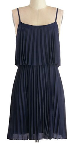 Love this pleated dress in #navy http://rstyle.me/n/gdnumnyg6