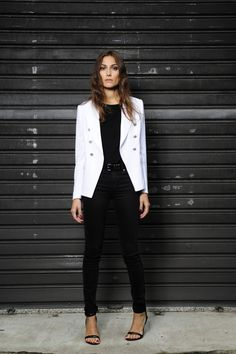 blazer branco + look preto