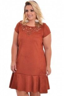 Vestido Plus Size Suede Caramelo Vestidos Plus Size, Plus Size Dresses, Plus Size Outfits, Cute Dresses, Trendy Outfits, Summer Office Attire, African Fashion Designers, Plus Size Casual, Dress Sewing Patterns