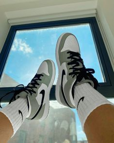 Zapatillas Nike Jordan, Tenis Nike Air, Nike Air Shoes, Nike Socks, Adidas Shoes, Moda Sneakers, Cute Sneakers, Sneakers Nike, Jordan Shoes Girls
