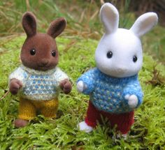 small friends sweater and trousers pattern by @Etsy! seller WoollyWoodlanders in the UK