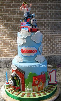 This is the cutest Thomas the train cake I've ever seen. My cousins would love this cake.