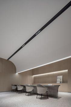 设计师搞事情!售楼处变身图书馆! Mall Design, Lobby Design, House Design, Tea Room Decor, Office Ceiling, Counter Design, Space Interiors, Workspace Design, Commercial Design