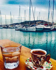 Harika bir pazar kahvaltisi sonrasi Türk Kahvesi icmeden olmaz degil mi? O zaman hepimize afiyet olsun After a sunday breakfast, we always drink delicious turkish coffee and if there is a stunning view with that, it would be a great therapy for a soul #seyahat #seyahatclub #blogger #seyahatblog #travelblog #weekend #sunny #beach #haftasonu #cesme #çeşme #instadaily #daily #summerhits #summerjam #swimming #followers #izmir #holiday #tatil #travelguide #week #today #happy