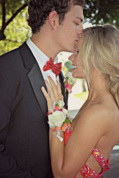 Dphotography: Facebookpage https://www.facebook.com/Daniphotophotography  #Prom #prompictures #couple #promdress #promshoes #love #kiss #photography #promphotography #promdate #promflowers #promhair #prommakeup #promstyle