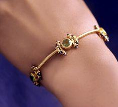 Bangle Bracelets With Charms, Gold Bangle Bracelet, Gold Jewelry, Jewelery, Antique Jewellery, Gold Bangles Design, Jewelry Design, Jewellery Sketches, Bohemian Décor