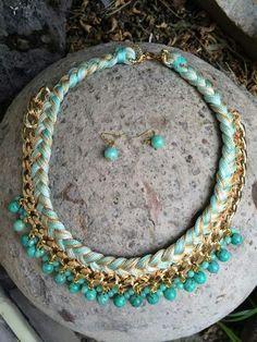 Collar de cadena dorada, trenza de hilos y piedras