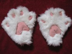 How to Make Cute Kitty Paw Mittens (There's gloves inside them so you can still hold things!) #halloween
