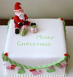 My Cake Porn: Christmas Cakes Christmas Cake Designs, Christmas Cake Decorations, Christmas Cupcakes, Christmas Cooking, Christmas Time, Christmas Sticking, Fondant, Santa Cake, Sugar Paste Flowers