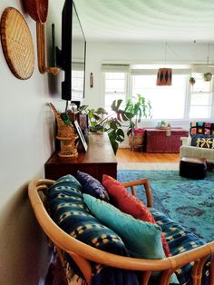 >> Eclectic Bohemian House Tour: BSHT Summer time Version - A Designer At Residence Bohemian House, Bohemian Style Home, Bohemian Living, Boho Room, Le Living, Living Spaces, Home Interior, Interior Design, Interior Office