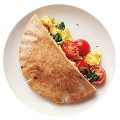 Pita pockets are the perfect vessel for a breakfast sandwich. These are filled with eggs, spinach, and tomatoes. Scrambled Eggs With Spinach, Spinach Egg, What's For Breakfast, Healthy Breakfast Recipes, Healthy Dinners, Healthy Recipes, How To Cook Eggs, How To Cook Quinoa, Spinach Tomato Recipe
