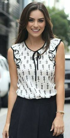 Modas kareeeee 😘 Modest Fashion, Fashion Outfits, Womens Fashion, New Outfits, Blouse Styles, Blouse Designs, Look Office, Girlie Style, Business Casual Attire