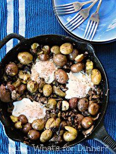 Sausage Creamer Potato & Egg Skillet, The Little Potato Company, Breakfast Skillet Egg Skillet, Breakfast Skillet, Breakfast Potatoes, Easy Potato Recipes, Yummy Recipes, Potato Waffles, Little Potatoes, Soup And Salad, I Foods
