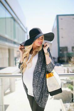 Sun Hat Season - Barefoot Blonde by Amber Fillerup Clark #maternity