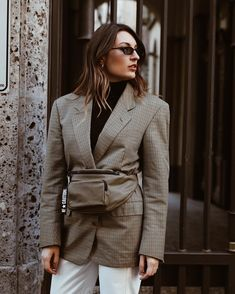 The Bag Trend that's Already Taking Over 2018 Fashion Bloggers, Fashion Trends, Blogger Style, Gucci Shoes, Fanny Pack, Fashion Shoes, Investing, Summer Outfits