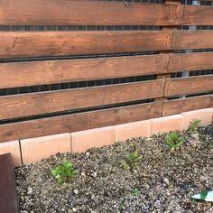 【DIY】憧れのウッドフェンス造り③基礎と支柱 : お家イズム Wood, Gardens, Houses, Woodwind Instrument, Timber Wood, Trees