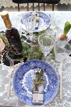 Mäkisen kauppa: Kohti joulun loppua... Table Decorations, Furniture, Home Decor, Decoration Home, Room Decor, Home Furnishings, Home Interior Design, Dinner Table Decorations, Home Decoration
