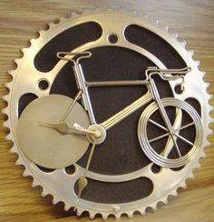 A clock I made awhile ago and forgot to take a snapshot until now. Materials: -chainring -bicycle-wheel spokes -metal disk for the back wheel -pedal is a piece of foil glued to the crank arm(second. Bicycle Clock, Bicycle Wheel, Bicycle Art, Recycled Bike Parts, Bike Craft, Trial Bike, Bike Poster, Old Bikes, Cycling Bikes