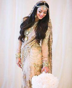 #DreamWeddings #SabyasachiBride #LosAngeles #RealBride @sunithareddy @bridesofsabyasachi #TheWorldOfSabyasachi Styled by @bridelanindia @nishakundnani @thecrimsonbride